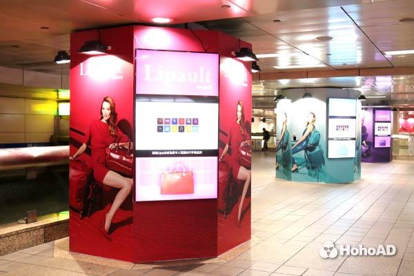 Lipault在台北車站的創意廣告,吸引不少時尚迷的目光。|合和國際 HohoAD